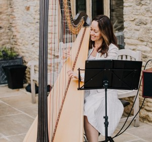 Amanda The Harpist
