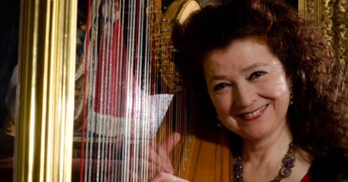 Elizabeth the Devon Harpist