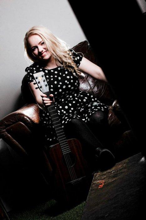 Lorna Sings - Singer and Guitarist from Huddersfield